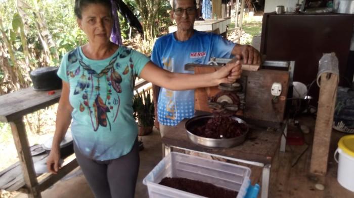 MOLINO ARTESANAL FABRICADO POR FAMILIA GODINEZ JIMENEZ DE RIO MAGDALENA PARA MOLER CACAO